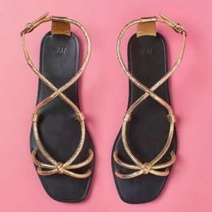 H&M faux leatherGold ankle strap sandals